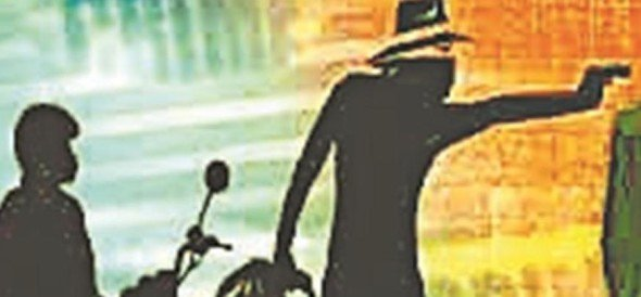 five lakh looted by bikers in mathura