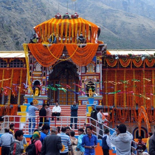 After 17 years badrinath dham gate will closed in night