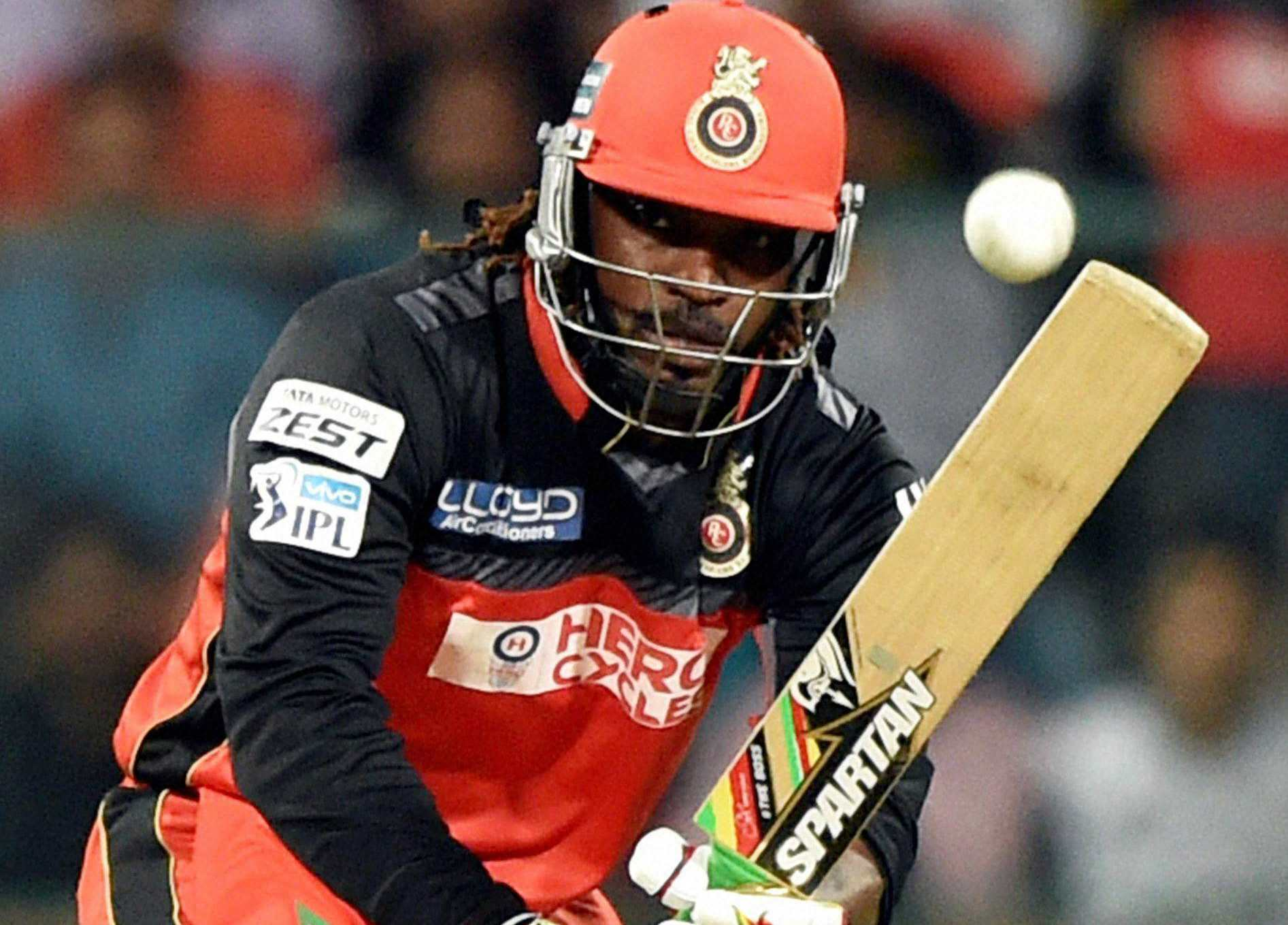 chris gayle became first cricketer to score 10000 runs in t20 cricket