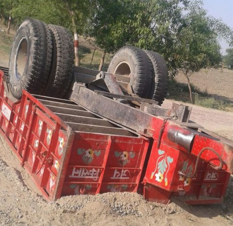 tractor trolly downed, five dead