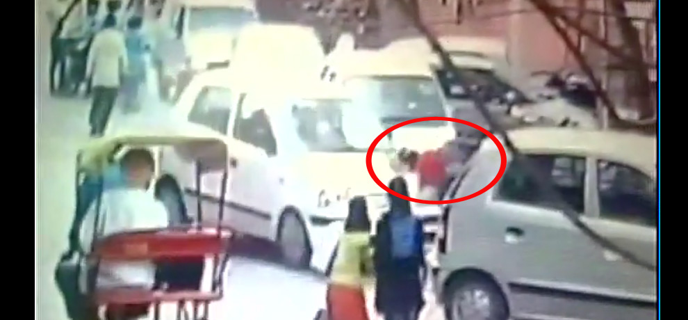 Horrific Accident Caught On Camera In Delhi's Madhu Vihar,victim