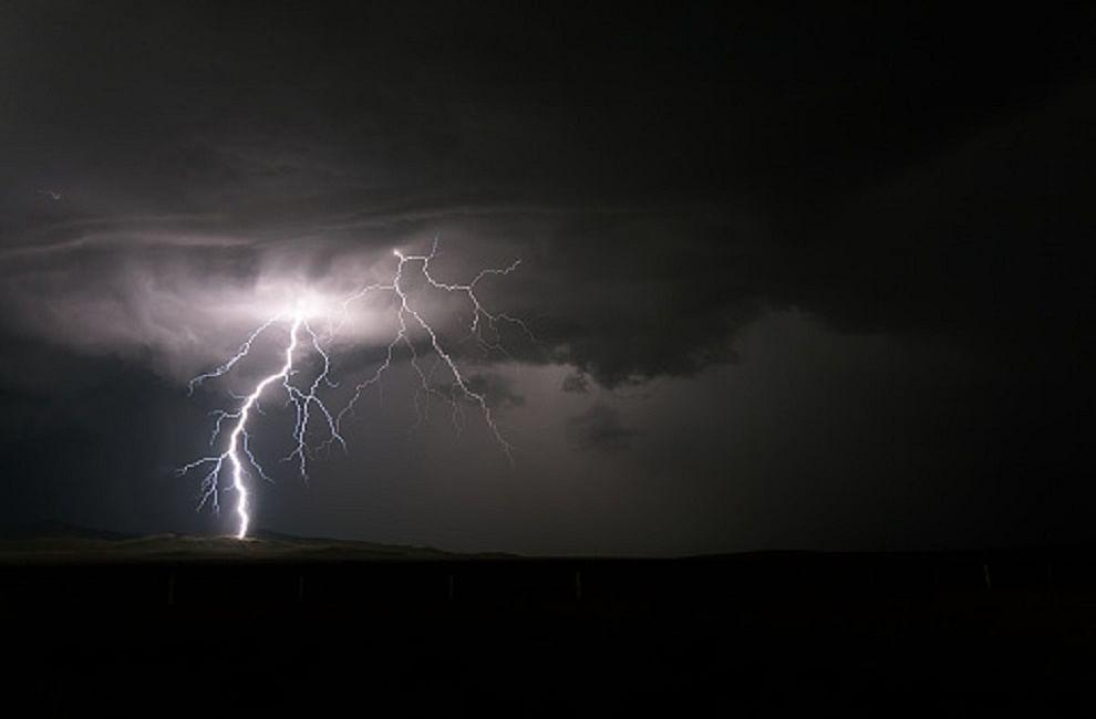 प्रदेश में मंगलवार और बुधवार को तेज ओलावृष्टि, बिजली गिरने औरआंधी चलने का अनुमान है। इसको देखते हुए मौसम विभाग ने ऑरेंज अलर्ट जारीकिया है।