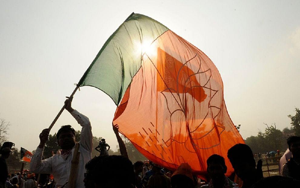 प्रदेश भर में चल रहे संगठनात्मक चुनाव में प्रधानमंत्री के संसदीय क्षेत्र में भाजपा उलझ गई है। अगड़े और पिछड़े की राजनीति में बदलाव को लेकर पार्टी पसोपेश में हैं...