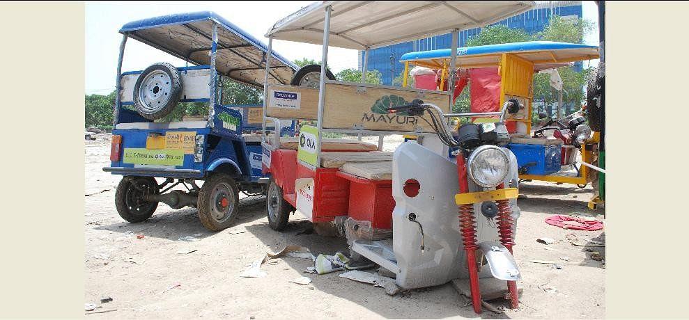 e-rickshaw after pm modi inauguration of mudra yojna in noda