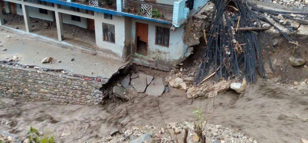 cloud burst in tehri, many Houses demolished.