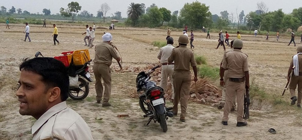 Clash in etah after an tanker accident.