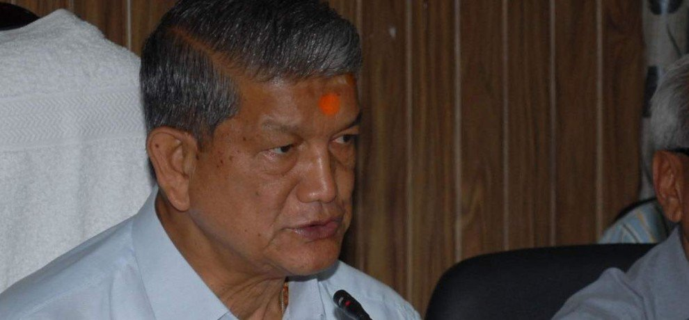 cm harish rawat stuck in Triangular fight