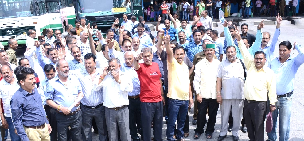 HRTC finally terminate 30 employees for bus strike in himachal.