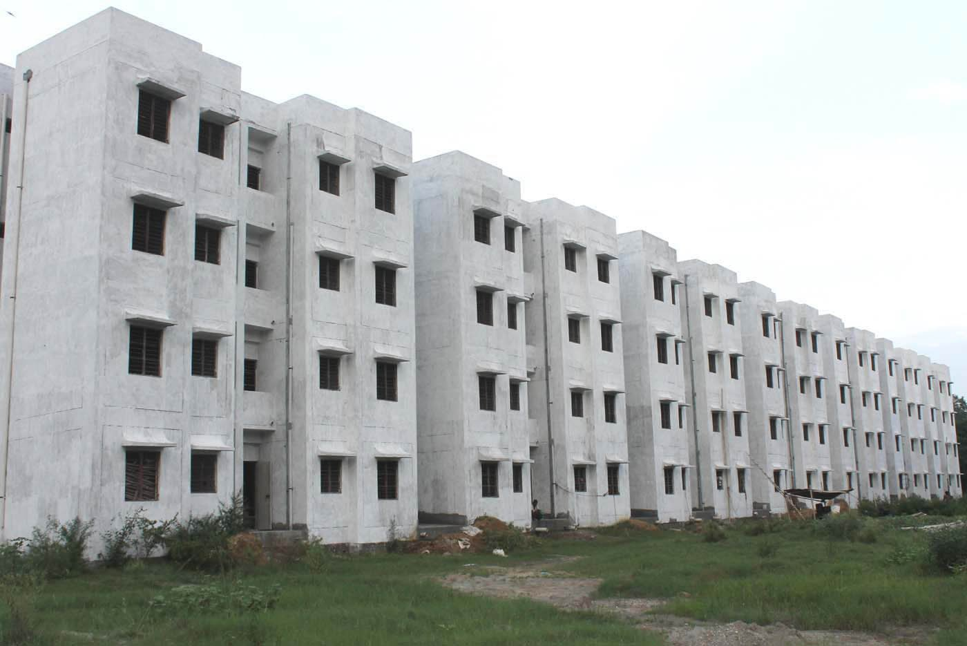 modi govt fails to provide houses to all poor