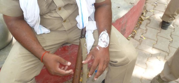 bhiwani news, central bank, police man, fight, dress