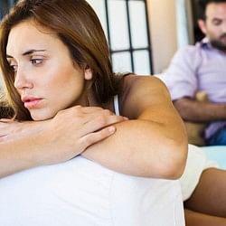 जानिए क्यों और कब महिलाएं नहीं लेती सेक्स में रुचि?