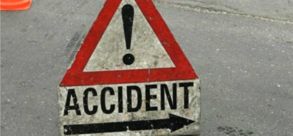 car fell in valley, five injured