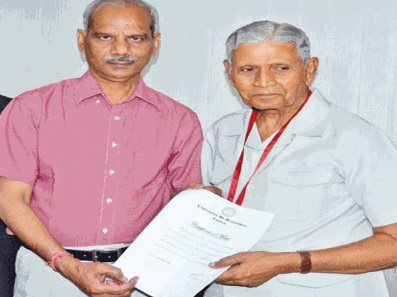 Rajasthan: ex IAS got his llb degree after 47 years
