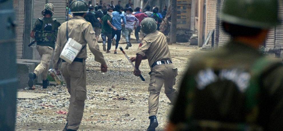 अनंतनाग में रैली के दौरान हिंसा, 50 से ज्यादा घायल