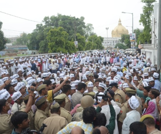 state employees protest in front of chief minister office in Lucknow.