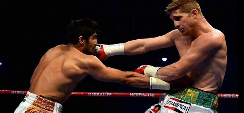 Vijender Singh defeated Harry Cope, won middleweight championship