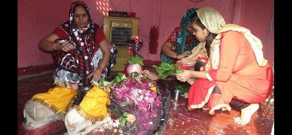 Shiva temples Gunje bomb-bomb innocent tone