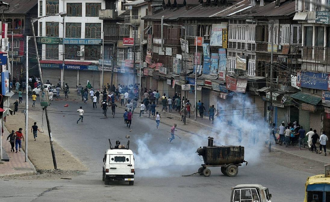 श्रीनगर के ग्रेनेड अटैक, कई लोग हुए घायल