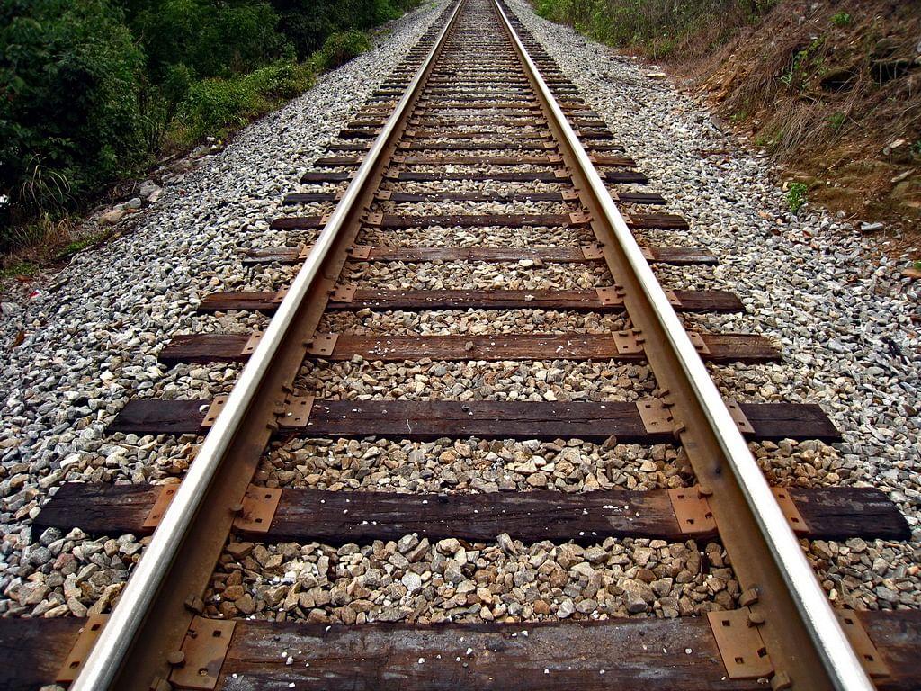 जौनपुर जिले में मीरगंज के जंघई बरियाराम स्टेशन के बीच सिंधौरा गांव के पास एक वृद्ध की ट्रेन से कटकर मौत हो गई। सूचना पर आरपीएफ और सरायममरेज की पुलिस मौके पर पहुंच गई...