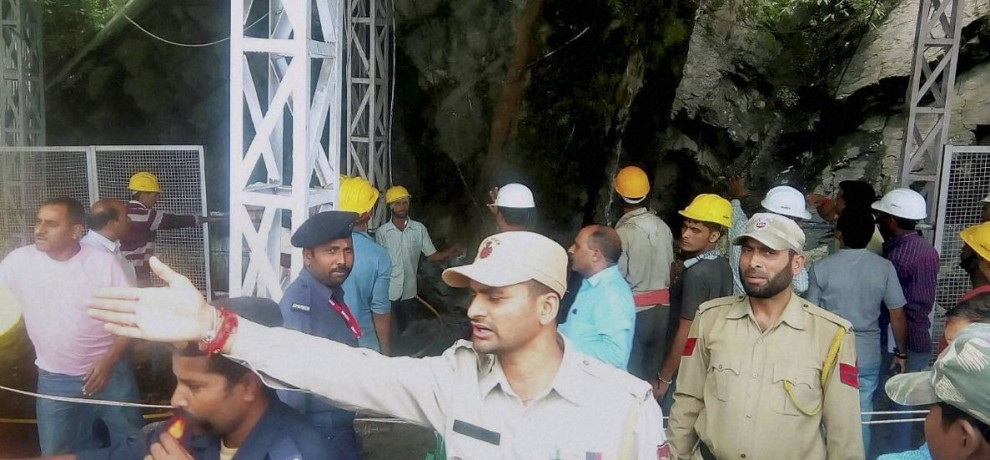 landsliding in vaishno devi, one killed