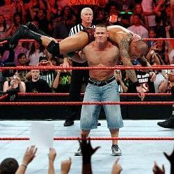 जॉन सीना की वजह से WWE ने इस रेसलर को धक्के मारकर किया बाहर
