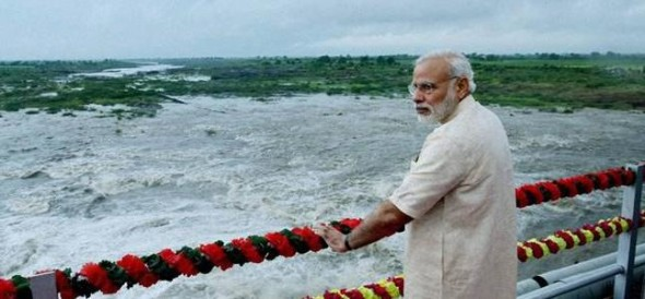 PM modi saves cameraman's life