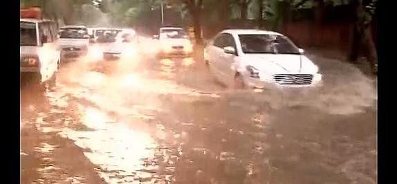 Heavy rain in Delhi ncr, 24 flights cancelled