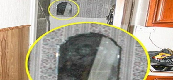 Ghosthunter captures ghost image in house