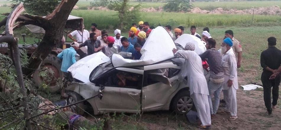 five members of a family died in road accident in faridkot of punjab