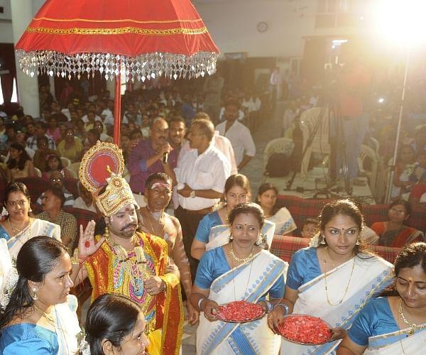 onam in hindi ओणम त्यौहार कहानी एवं पूजा विधि | onam festival in kerala history in  hindi भारत में तरह तरह के धर्म के लोग रहते है, ये हम सभी जानते.
