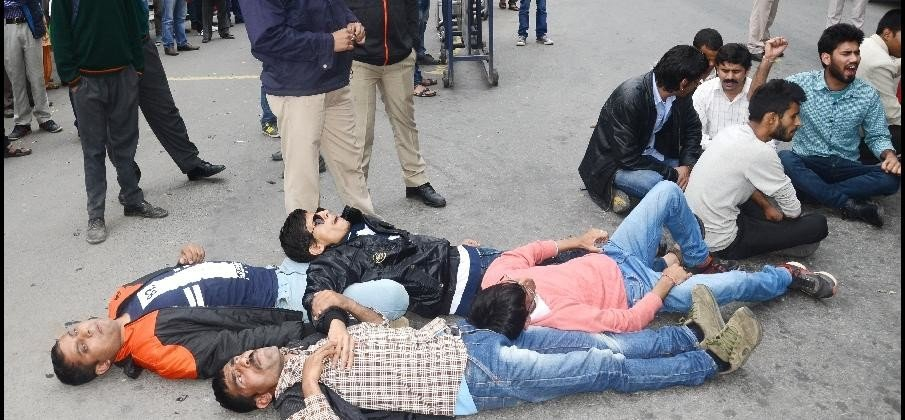 Blind People protest at Chotta Shimla, chakka jam.