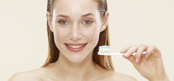 beauty hacks related to old toothbrush