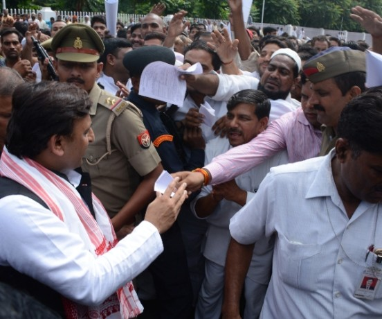 CM akhilesh yadav's last janata darbar in Lucknow.