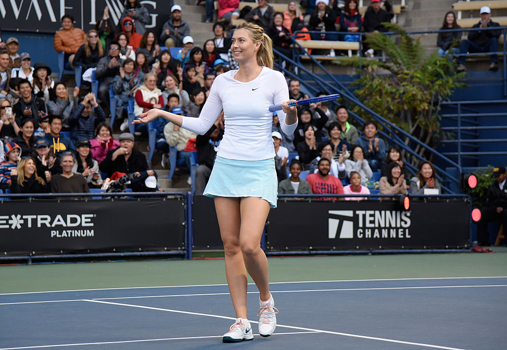 Fan asks to Maria Sharapova during tennis match, will you marry me