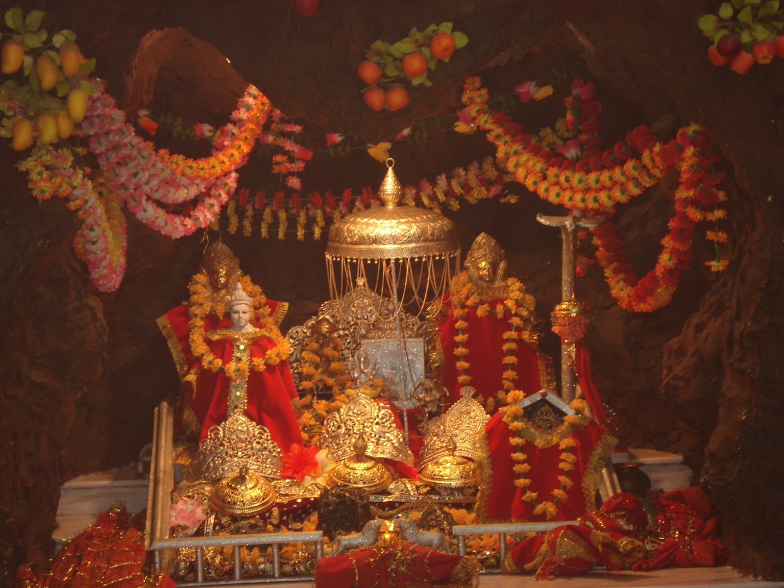 THOUSANDS OF PILGRIMS COMING IN VAISHNO DEVI TEMPLE