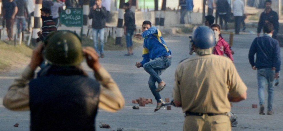 voilence in kashmir after friday prayers