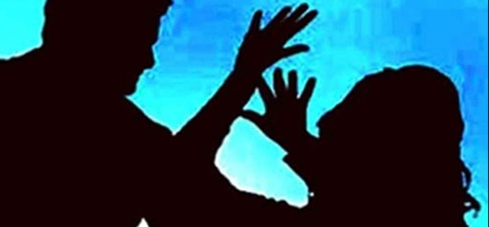 voilent clash between two groups after case of eve teasing