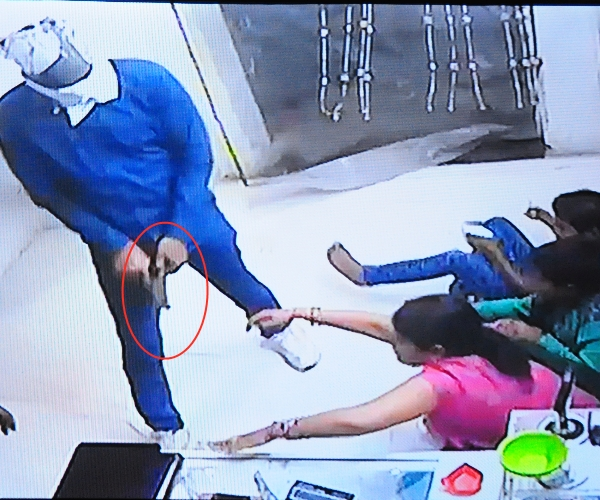 Cash and jewelery looted from couple,s