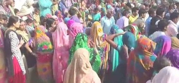 हमीरपुर में शहादत का अपमान, परिजनों की नाराजगी के बाद पहुंचे अफसर, देरी से हुआ अंतिम संस्कार