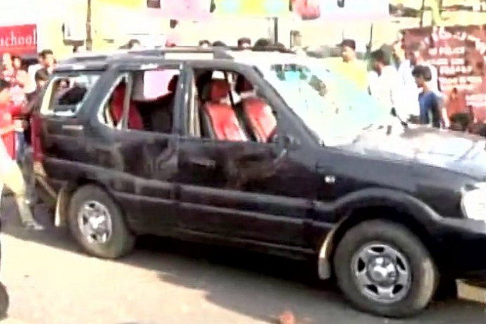 Convoy of BJP MP Babul Supriyo attacked in Asansol