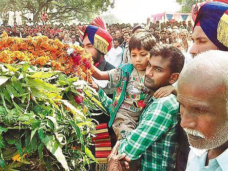 wife saw martyr husband body karwa chauth