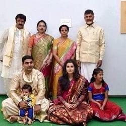मुख्यमंत्री दादा से अमीर है 19 महीने का पोता