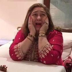 करवाचौथ के दिन चिल्ला-चिल्ला कर रोने लगी करीना की बुआ, देखें वीडियो