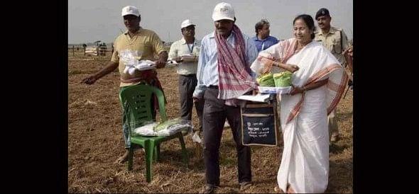 Singur ,mamata banerjee ,singur nano plant site ,economy,साल,सिंगुर,किसान,जमीन