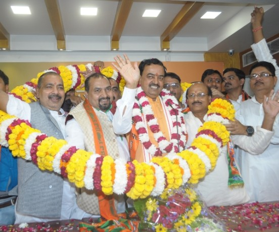many leaders join BJP in Lucknow.
