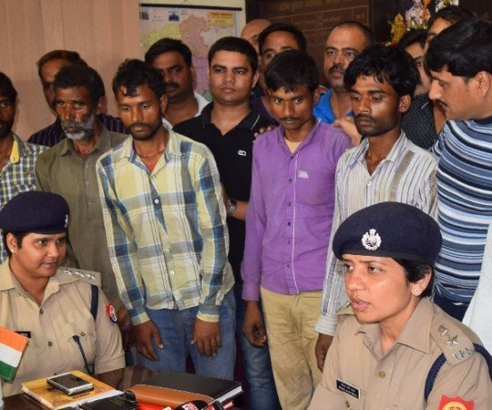 Five dacoit arrested in a rape and loot case in Lucknow.