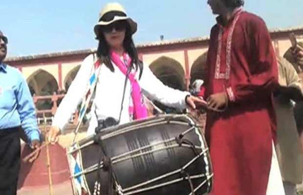 after pakistani chaiwala now watch chinese dholwali