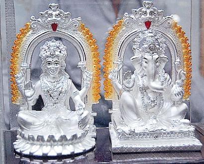 Image result for laxmi की सोने चांदी की मूर्ति