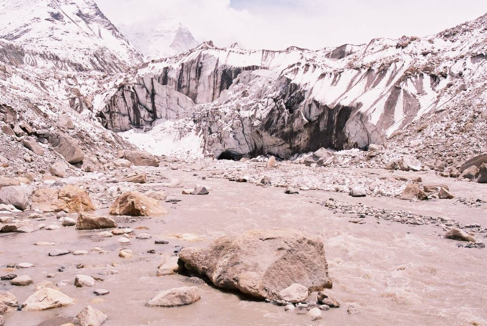 many cracks on gangotri glacier due to heavy rain