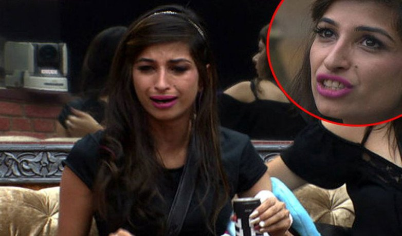 bigg boss contestent doing toilet in front of everyone